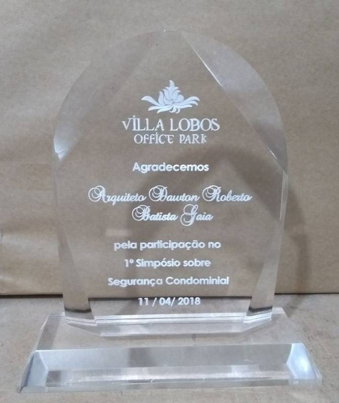 Troféu em Acrílico com Placa de Homenagem
