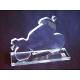 troféu em acrílico premiação sob encomenda chora menino